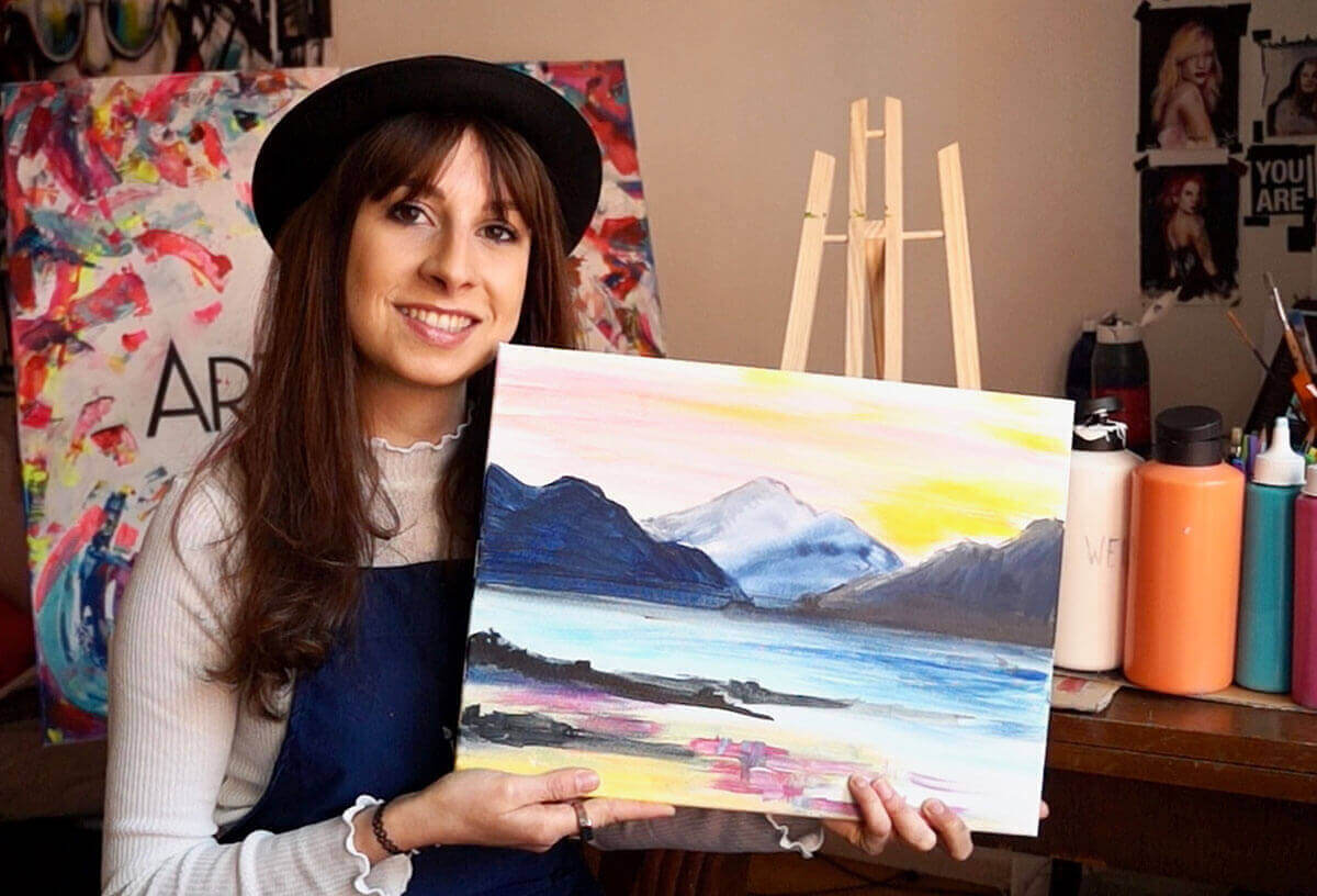 ArtNight-Frau mit Kunstwerk